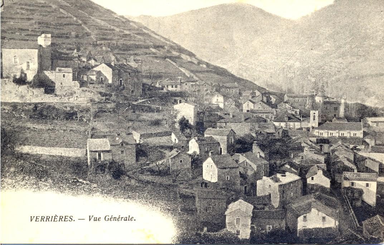 Ancienne carte postale sur laquelle on voit le bâti du château pas totalement détruit.